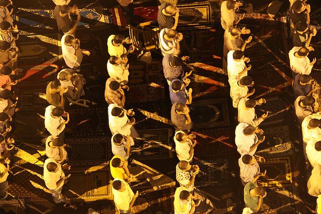 Taraweeh prayer (Photo by: Flickr user Pepette89)